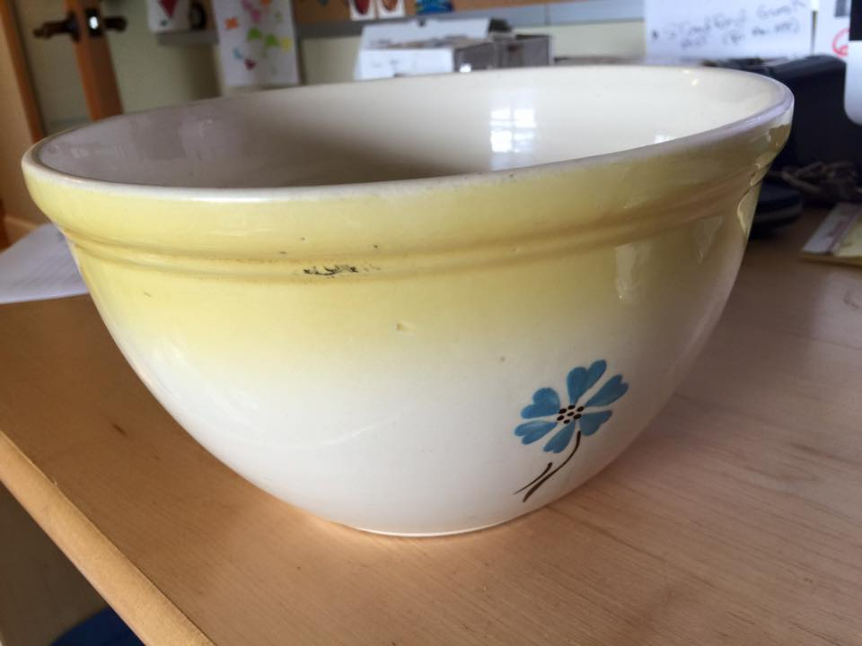 Leadedkitchen vintage ceramic hull brand mixing bowl for Sur la table mixing bowls